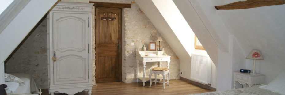 La Bihourderie Les Coquelicots entrance bed wardroom desk stone walls