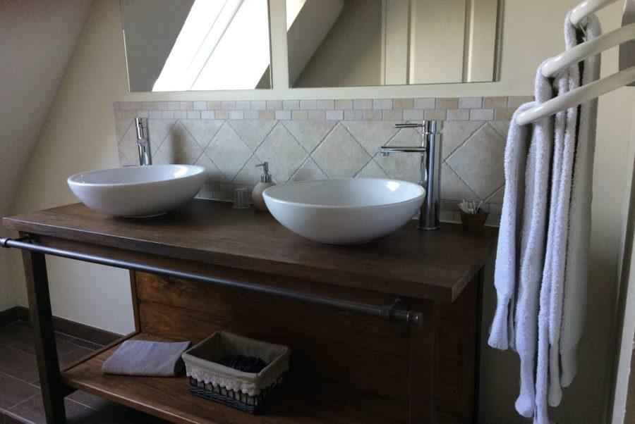 La Bihourderie bathroom Les Coquelicots mirrors double washbasin towels