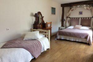 La Bihourderie two beds in Iris bedroom with purple bed spreads