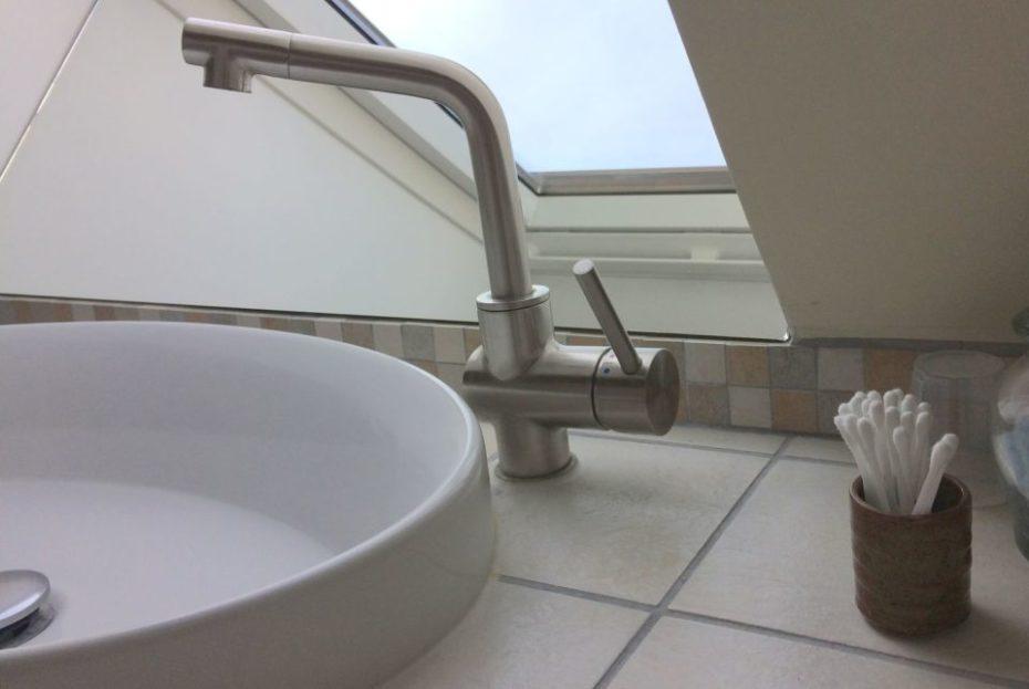 La Bihourderie room Les Tournesols washbasin