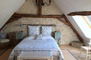 La Bihourderie Les Tournesols double bed stone walls